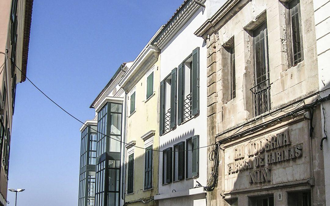 2004. Nova Planta. Bloc entre mitgeres al c. Sta. Anna 7 de Maó (Menorca).