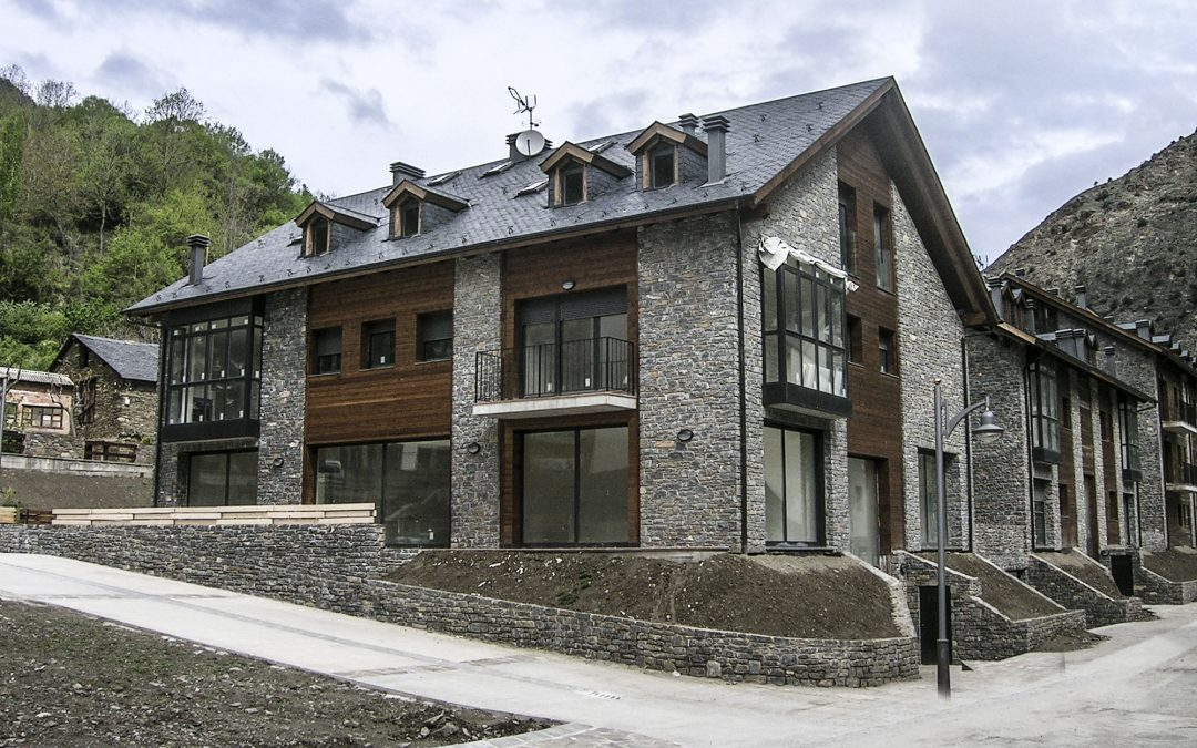 2003. Nova Planta. Complex d'Apartaments a Llavorsí (Lleida).