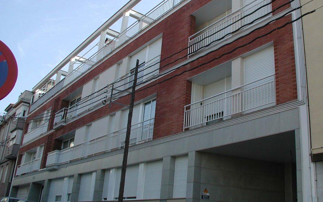 1998. Nova Planta. Bloc entre mitgeres a Sentmenat (Barcelona).