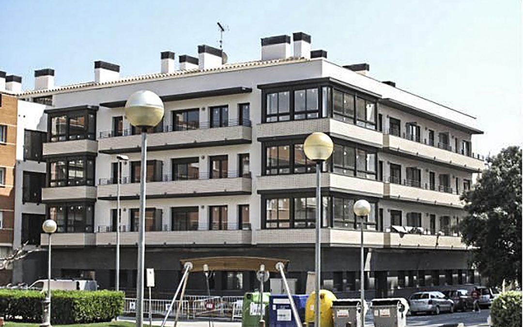 2008. Façana Bloc d'Habitatges a Figueres (Girona).