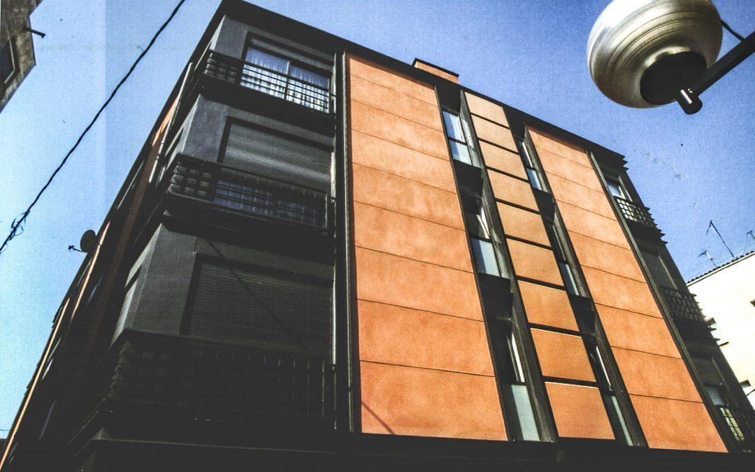 1996. Nova Planta. Bloc aïllat d'apartaments a Valls (Tarragona).
